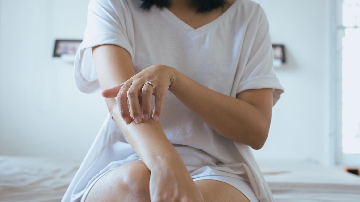 hogyan lehet gyorsan megszabadulni a viszketst pikkelysömörrel pikkelysömör kezelése az arc bőrén