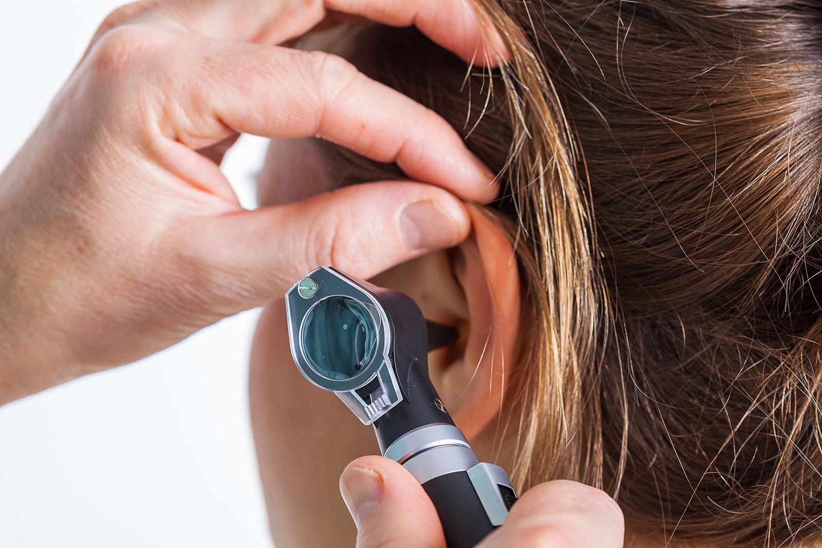 hogyan kezeli a fülben lévő pikkelysömör? vörös foltok és dudorok a lábakon