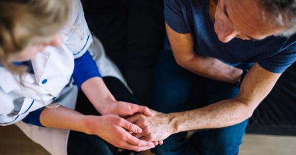 diabetes mellitusban vörös foltok jelentek meg a lábakon mellkasi fájdalom pikkelysömörrel